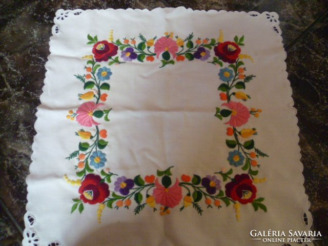 5880fb6155 Kalocsai hímzett,riselt terítő - Szőnyeg, Textil   Galéria Savaria online  piactér - Antik, műtárgy, régiség vásárlás és eladás