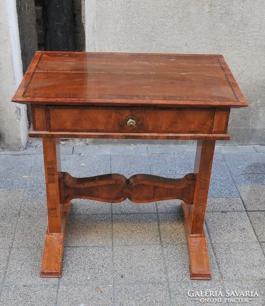 Biedermeier varróasztalka Bútor   Galéria Savaria online